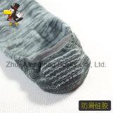 人のローカットの綿はかかとのグリッパーが付いているInvibleのソックスを強打する