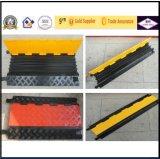 3 протектора кабеля PVC канала красных, пандусы шланга, пандусы кабеля, горбы кабеля