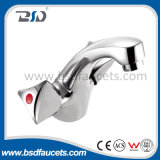 Le double traditionnel de la Chine manipule le mélangeur de robinet de bassin monté par plate-forme de chrome