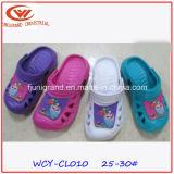 Сад способа милый закупоривает ботинки для детей