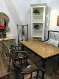 ヨーロッパ式のソファーの時代物の家具