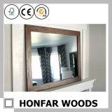 Cadre rustique en miroir en bois gris pour chambre d'hôtel