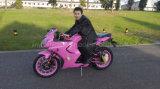 motocicletta di velocità superiore del motociclo 200cc che corre bici