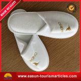 刺繍の快適さ航空会社の供給が付いているカスタムホテルのスリッパ