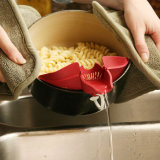 El resbalón de categoría alimenticia libre al por mayor del silicón de los utensilios de cocina BPA encendido vierte el canalón