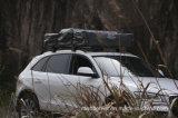 Rapidamente aprire la tenda per il campeggio dell'automobile