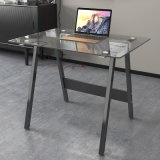 Mesa de vidro moderna do computador com frame de aço