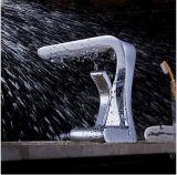 Griff-quadratischen Badezimmer-Wasserfall-Bassin-Messinghahn aussondern