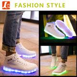 OEMの新式の方法LED軽い慰めは人のための靴を遊ばす