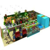 多彩な運動場のアクセサリのココヤシの木