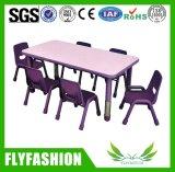 Vector de la escuela del jardín de la infancia y muebles de la silla