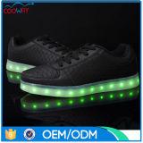 La plupart des chaussures lumineuses occasionnelles populaires de la couleur légère DEL d'USB 8, chaussures de course d'éclairage LED