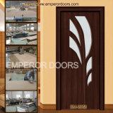 Porte bon marché en bois d'entrée d'avant d'appartement