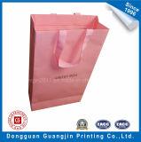 황금 로고를 가진 분홍색 색깔 종이 선물 포장 부대