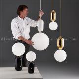 Lâmpada de suspensão de vidro da forma moderna da esfera para a iluminação do restaurante