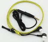 iPhone 7のためのMicのジッパーのヘッドホーンが付いているワイヤーで縛られた携帯電話のイヤホーン
