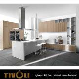 新しい雪の島が付いている白いラッカー塗りの台所食料貯蔵室およびハンドルは自由にTivo-0207hを設計する