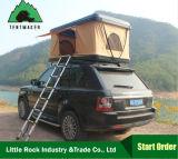 fuori dalla tenda dura di campeggio dell'automobile della parte superiore del tetto delle coperture della strada per all'aperto