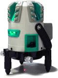 La mano filetea el nivel verde del laser con 5 líneas del laser y el receptor móvil de la batería y del laser de la potencia