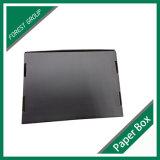 يشبع لون أسود يغضّن صندوق من الورق المقوّى