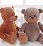 장난감이 연약한 박제 동물 견면 벨벳 장난감 곰에 의하여 농담을 한다