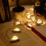 Branco morno decorativo a pilhas das luzes internas de madeira do coração