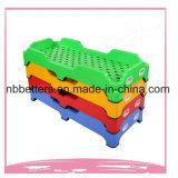 Base plástica colorida de la choza de bebé de 2017 PP de la venta de los muebles calientes del jardín de la infancia