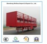 가축은 3개의 차축을%s 가진 트럭 트레일러를 반 수송한다