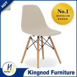 Cadeira plástica com a cadeira de madeira de Dsw Eames da réplica dos pés