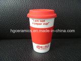 Tazza di caffè della porcellana con il coperchio del silicone, a parete semplice