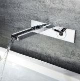 Grand dos fixé au mur de baignoire de robinet et de robinet de cascade à écriture ligne par ligne (HC12058)