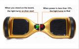電気スクーターのバランスをとっているスマートな自己
