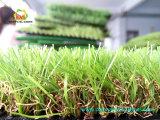 Tapete artificial ajardinando natural da grama do relvado barato