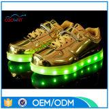 L'éclairage LED en gros de mode d'usine badine des chaussures avec petit MOQ