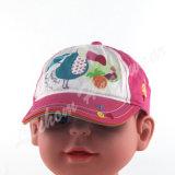 多彩なとかされた綿の子供の赤ん坊は帽子をからかう