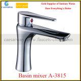 En laiton choisir les mélangeurs de robinets de Basin&Kitchen de traitement
