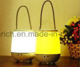 Cor que muda a lâmpada da noite da mesa da tabela do diodo emissor de luz com o mini altofalante portátil Bluetooth