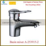 Fixado na parede escolhir o misturador de bronze da água do dissipador de cozinha do punho
