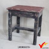 Piccolo sgabello di legno antico afflitto di rettangolo