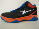 Los hombres forman los zapatos de baloncesto del calzado de los deportes atléticos