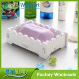Tallar los modelos o los diseños en el rectángulo blanco del jabón de la artesanía en madera