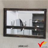 An der Wand befestigter schwarzer hölzerner Spiegel-Kerze-Halter
