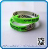 Silicones de bracelet en métal de postes de cadeau avec le logo fait sur commande