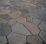 自然な錆ついたスレートのタイルの敷石