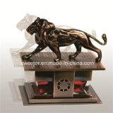 Vendendo o perfume superior com placa do traço do leão