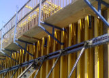 Kosteneffektive Wand-Verschalung mit Bauholz-Träger H20