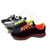 Pattini casuali della scarpa da tennis degli uomini popolari caldi