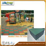 De Speelplaats van kinderen/de RubberBevloering van de Gymnastiek/de RubberMat van de Vloer