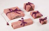 Rectángulos de empaquetado del regalo de madera sólido de lujo de la joyería con la pieza inserta azul del terciopelo