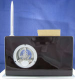소형 삽입 펜 홀더를 가진 나무로 되는 책상 시계